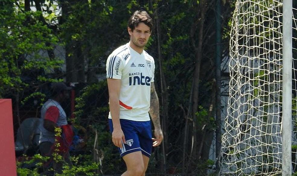 Pato sentiu lesão em treino do São Paulo e teve estiramento detectado na coxa direita — Foto: Marcelo Hazan