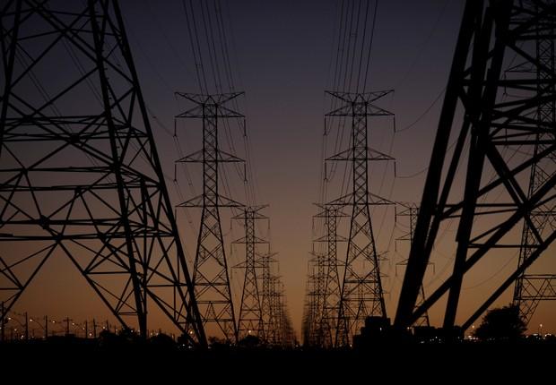 Linhas de energia conectando torres de eletricidade de alta tensão, em Brasília - energia - setor elétrico - distribuidora - aneel - distribuição - elétrico (Foto: Ueslei Marcelino/Reuters)