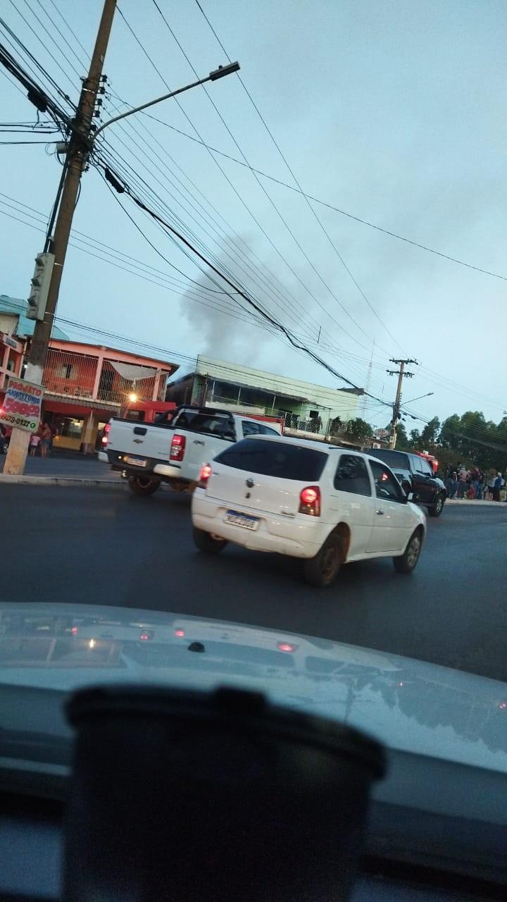 PM tira vítimas de hotel que pegou fogo em Cuiabá e bombeiros conseguem apagar as chamas