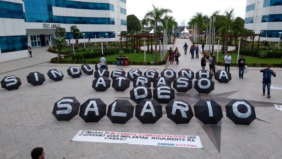 Servidores realizaram manifestação em frente ao Palácio Rio Madeira em Porto Velho (Foto: Sindur/Divulgação)