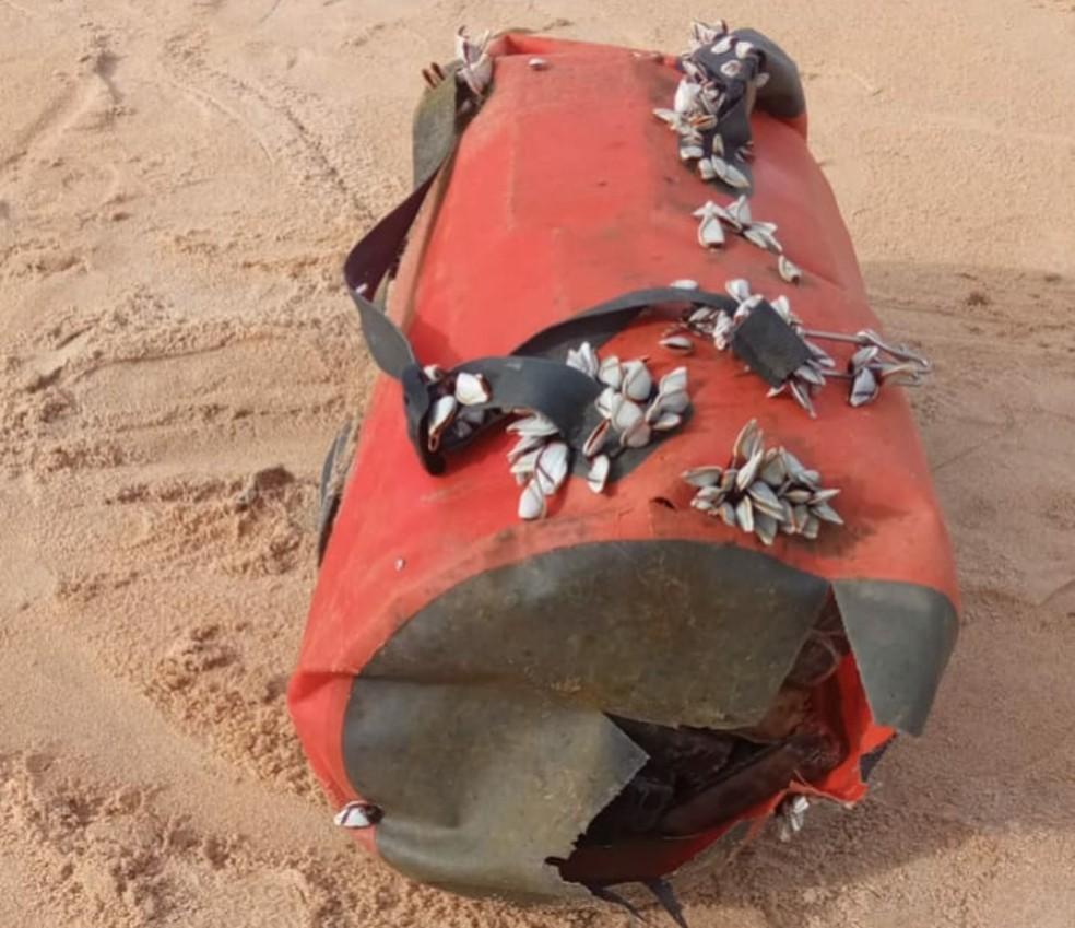 Duas mochilas com cerca de 52 kg de cocaína é encontrada em praia de Nova Viçosa, no extremo sul da Bahia — Foto: Divulgação/SSP-BA