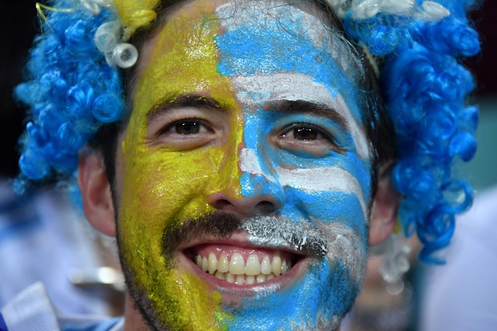 30 de junho - Torcedor do Uruguai é visto antes do jogo entre Uruguai x Portugal, em Sochi, na Rússia (Foto: Nelson Almeida/AFP)