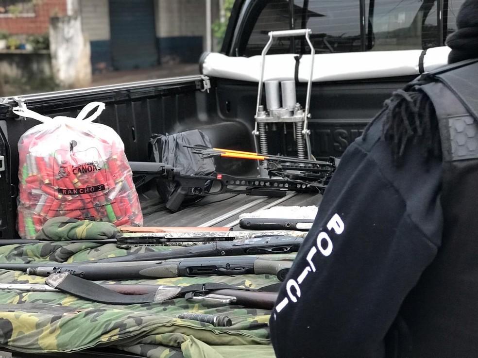 Apreensão em Canoas durante a mesma operação — Foto: Bernardo Bortolotto/RBS TV
