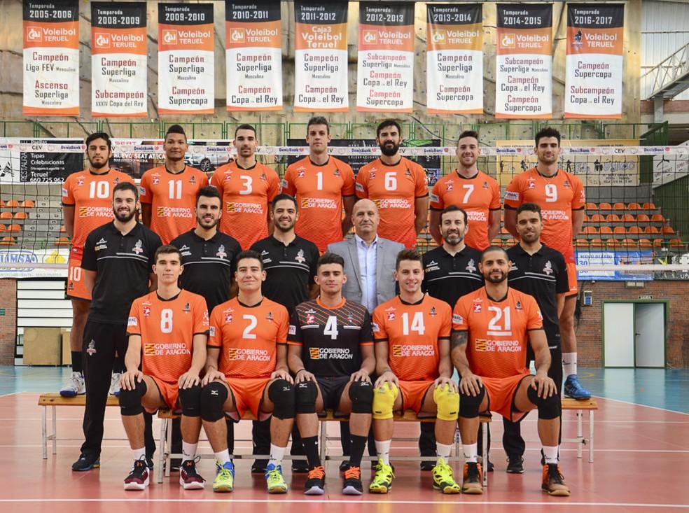Teruel, da Espanha, clube onde jogava Vinicius Noronha da Silva, com a camisa 4 — Foto: Divulgação