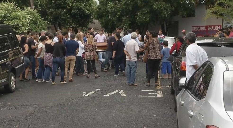 Velório e enterro de Gisele foram nesta terça-feira (20) em Jales (Foto: Reprodução/TV TEM)