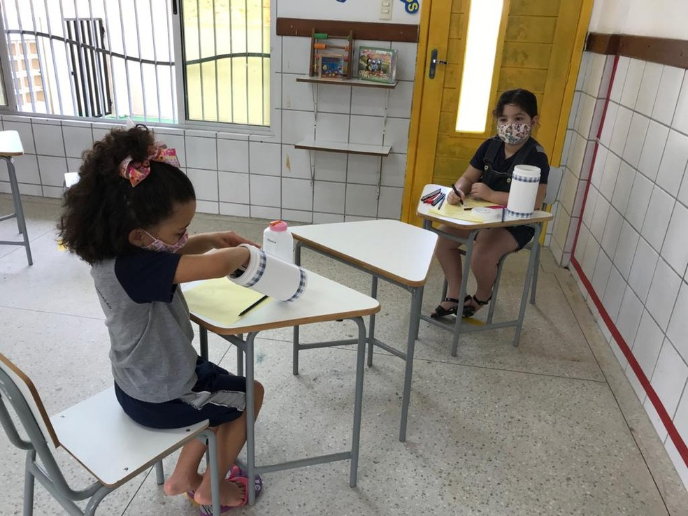 Em alguns CMEIs de Natal, crianças ainda não tinham recebido kits com máscaras e farda para retorno às aulas presenciais — Foto: Ayrton Freire/Inter TV Cabugi