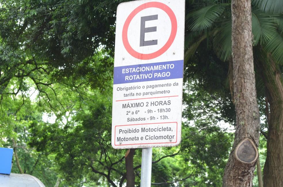 Placa de estacionamento rotativo em Piracicaba — Foto: Hildeberto Jr./G1