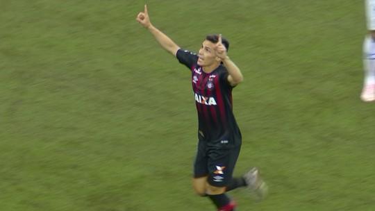 Cruzeiro sente falta de Dedé, mas Mano isenta Manoel de culpa na derrota para o Atlético-PR