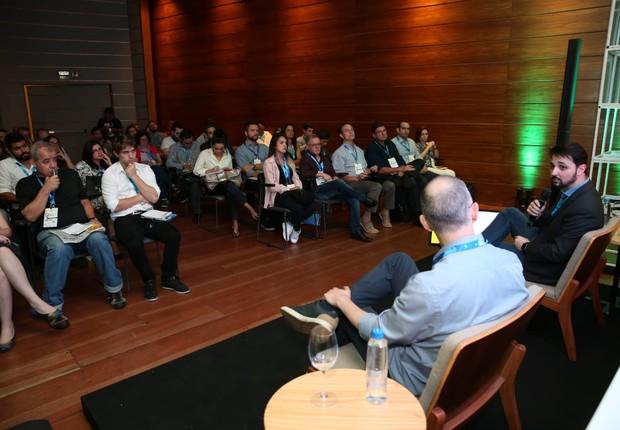 Thiago falou a um auditório lotado sobre os desafios na criação de novas inteligências artificiais (Foto: Alexandre dipaula)