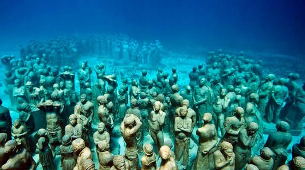 Museu subaquático no México (Foto: Reprodução)
