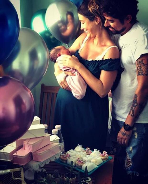 Juliana Didone, o marido, Flávio Rossi, e a filha do casal, Liz (Foto: Reprodução/Instagram)