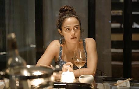 Na sexta (13), Érica (Nanda Costa) vai voltar de viagem e estranhar o afastamento de Sandro Reprodução
