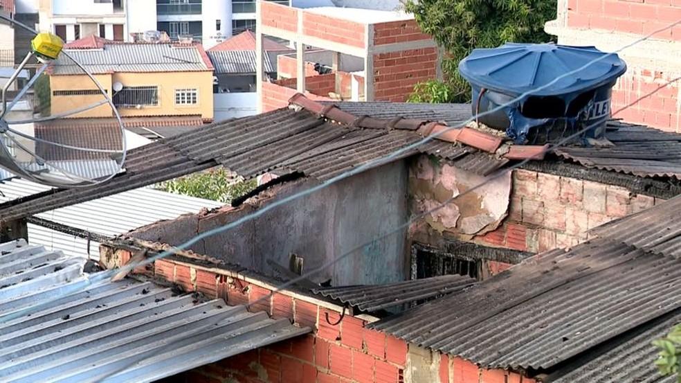 Filho colocou fogo na casa dos pais duas vezes na mesma noite, em Colatina — Foto: Reprodução/TV Gazeta
