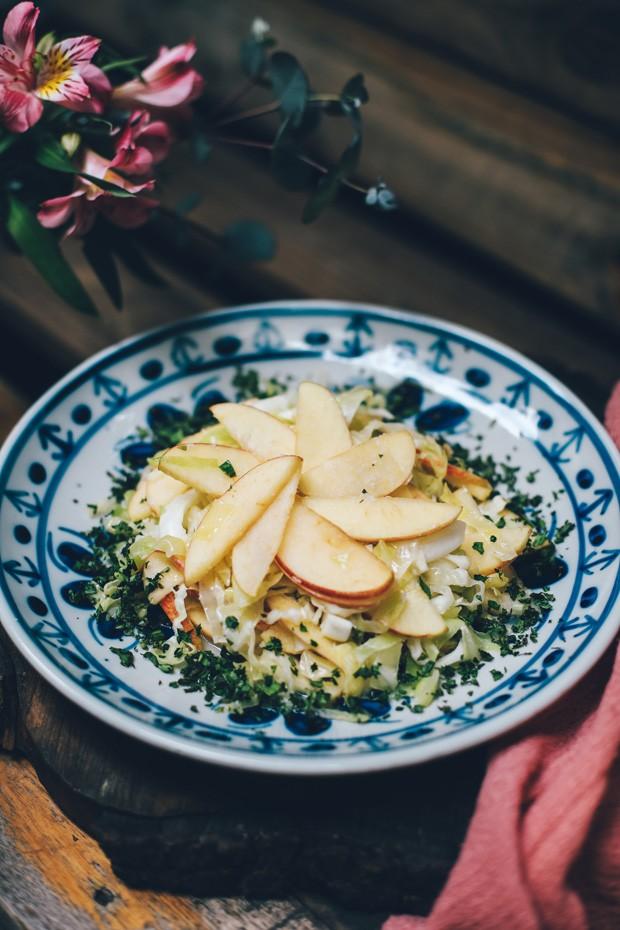 Aprenda a fazer salada de repolho com ceviche de maçã