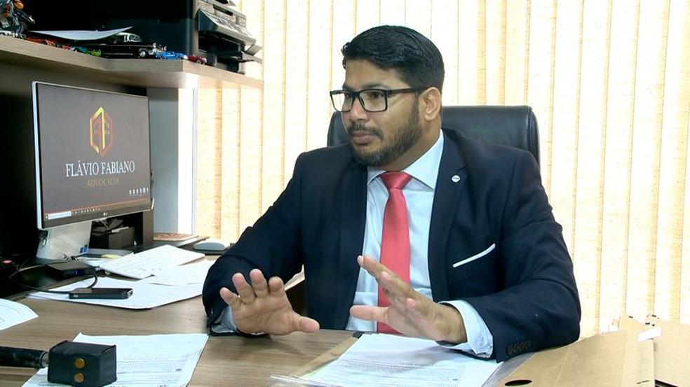 Advogado da cantora Taiana França, Flávio Fabiano (Foto: Luciney Araújo/ TV Gazeta)