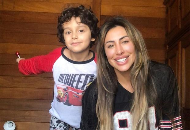 Jaque Khury e o filho, Gael (Foto: Reprodução / Instagram)