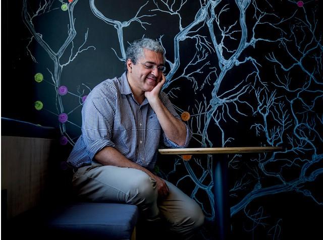 Cientista–chefe do Experian DataLab, Renato Vicente não gosta do termo inteligência artificial. Para ele, as máquinas são excelentes na força bruta dos cálculos. A análise dos dados cabe aos humanos  (Foto: Anna Carolina Negri)