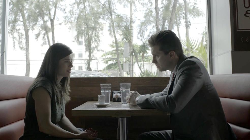 Patrick pede ajuda dela para colocar Vincius na cadeia Foto TV Globo