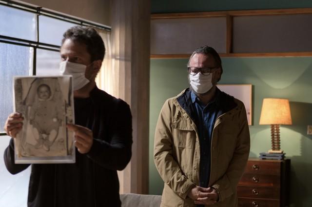 """Selton Mello e Danton Mello nos bastidores de """"Sessão de terapia"""" (Foto: Helena Barreto)"""