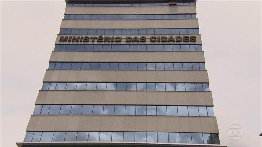 Exoneração de ministro tucano abre a porta para mais demissões