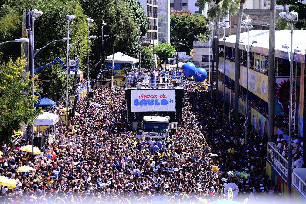 Multidão acompanha Saulo no Circuito Osmar (Foto: Sérgio Pedreira/Ag. Haack)