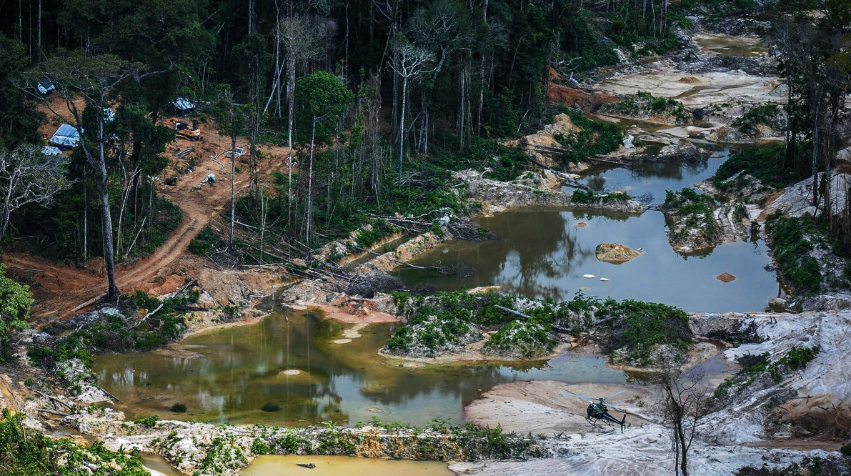 Garimpo na terra indígena Munduruku (Foto: Vinícius Mendonça/Ibama)