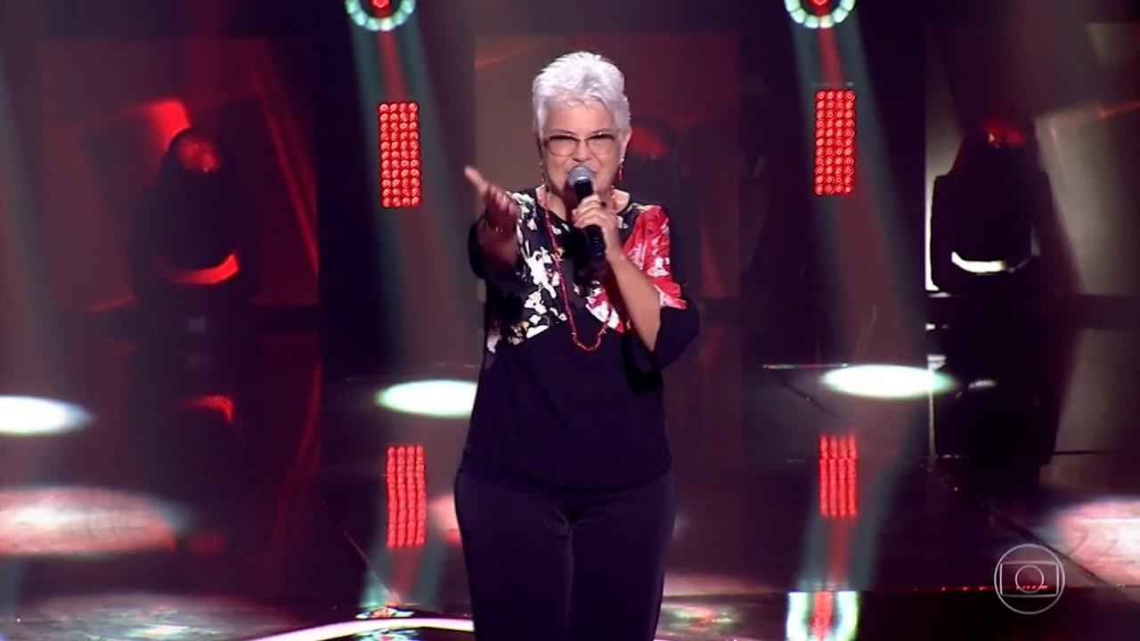 Dulce Borges se apresenta no palco do The Voice +