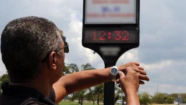 Brasileiros precisarão acertar seus relógios na virada do dia 17 para 18 de novembro (Foto: Arquivo/Agência Brasil)
