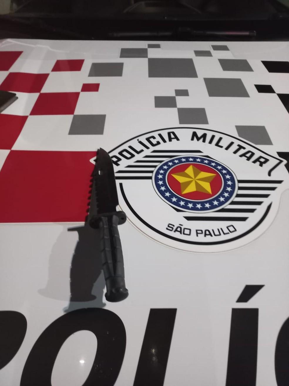 Vítima informou que foi chamada para uma corrida de táxi pelo suspeito e quando já estava no percurso, ele o ameaçou com uma faca — Foto: Polícia Militar/ Divulgação