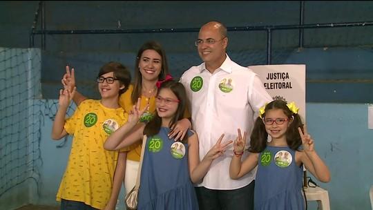 Candidatos ao governo do Estado do RJ vão às urnas neste domingo