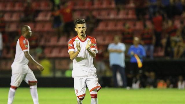 Cesinha comemora um dos gols marcados