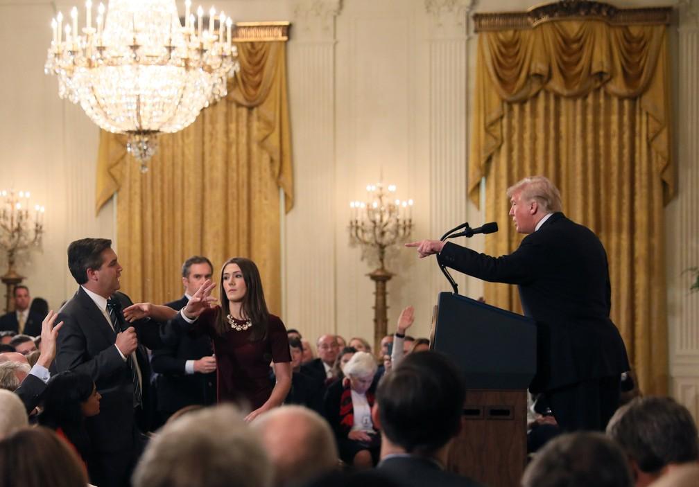 Donald Trump discute com Jim Acosta em entrevista coletiva — Foto: Reuters/Jonathan Ernst