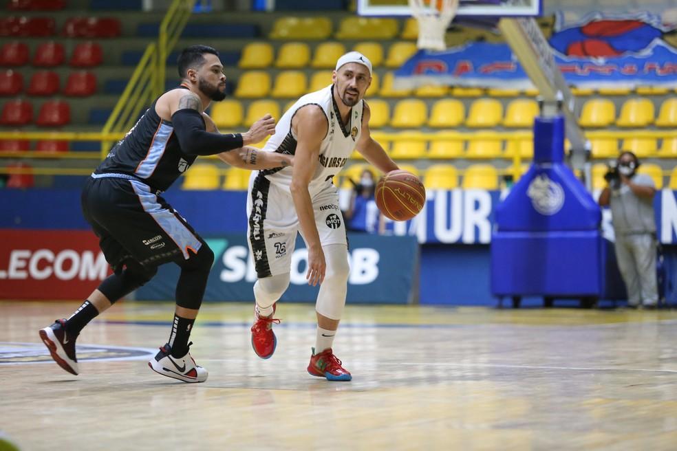 Confrontos da primeira fase tiveram uma vitória para cada lado — Foto: Antonio Penedo/Mogi Basquete