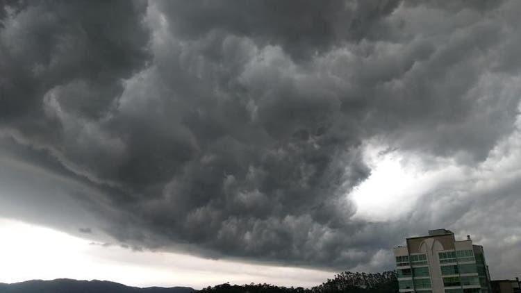 Oeste de SC tem risco de temporais com granizo e ventos de até 60 km/h nesta quinta-feira