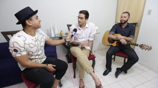 Menilson Filho bate-papo com George Sants, participante do The Voice Brasil