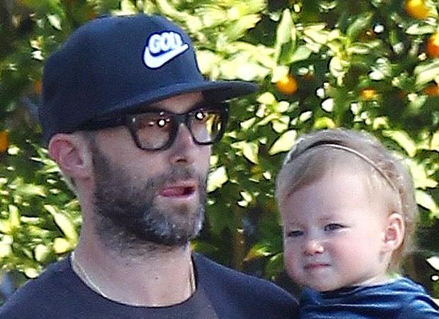 Adam Levine e a filha, Dusty Rose (Foto: Grosby Group)