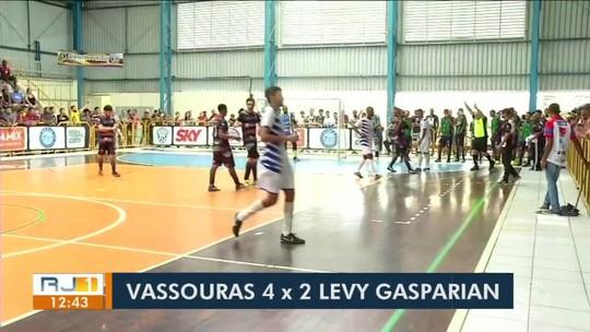 Vassouras despacha Levy Gasparian e se aproxima da vaga nas quartas de final
