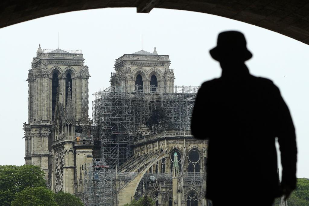 Catedral de Notre Dame amanhece marcada pelo fogo (Foto: Getty Images)