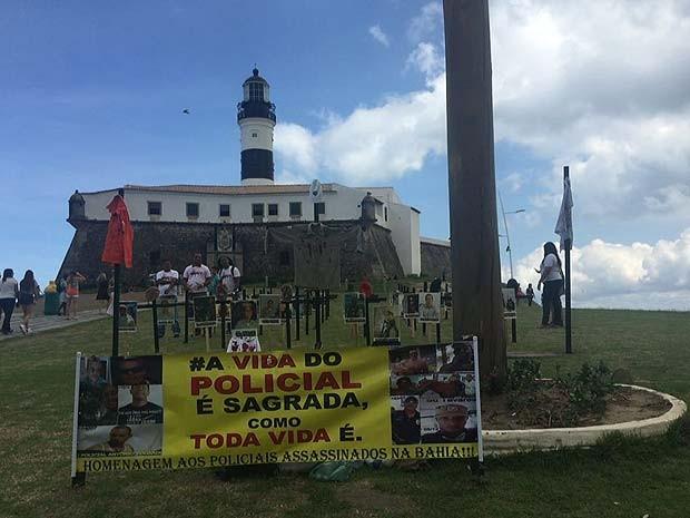 Protesto contra a morte de policiais na Bahia ocorreu em frente ao Farol da Barra, em Salvador (Foto: Glauber Souza/Arquivo Pessoal)