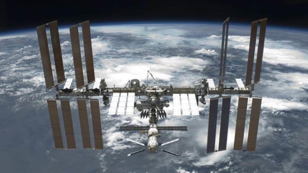 Estação Espacial faz manobra para evitar colisão com restos de foguete