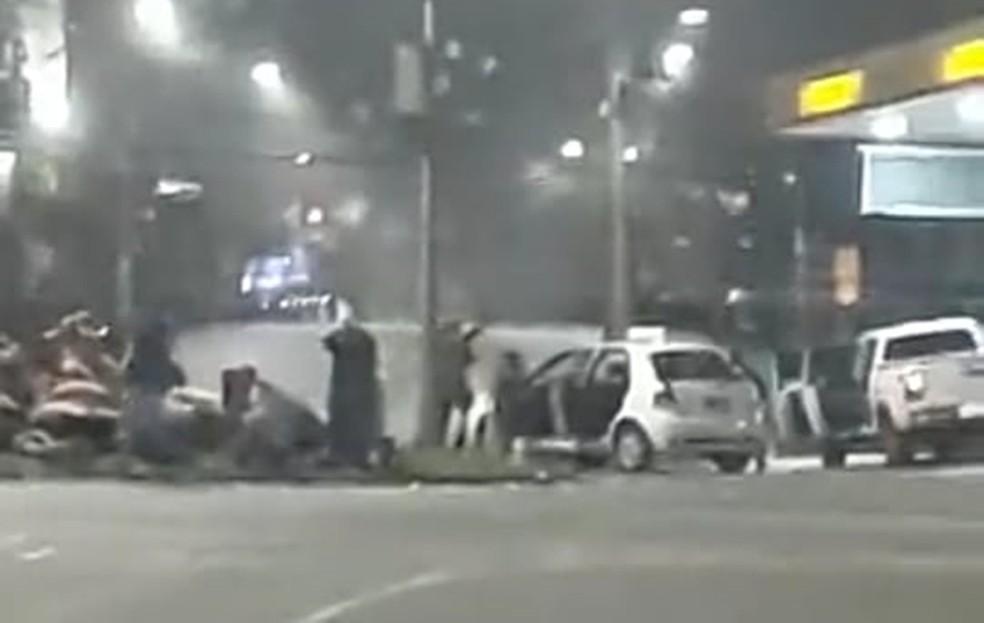 Imagens postadas nas redes sociais mostram ação de criminosos em Pouso Alegre (MG) — Foto: Reprodução/Redes Sociais