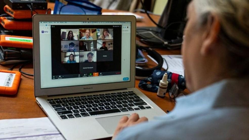 Pandemia fez com que aulas presenciais migrassem para a internet — Foto: Getty Images