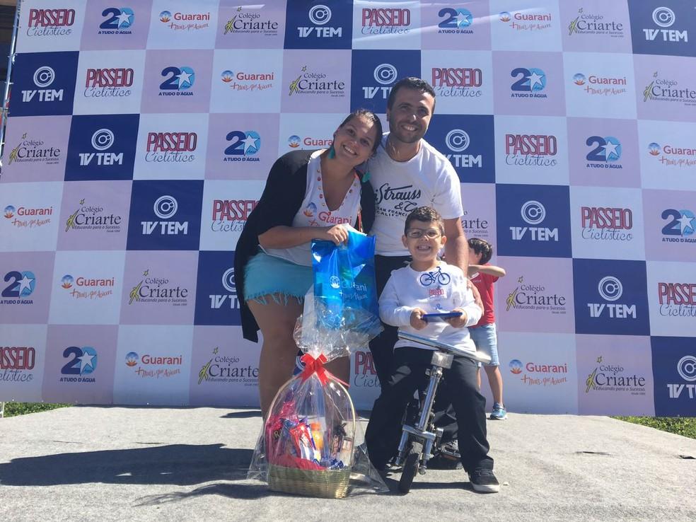 André Luis, de apenas 4 anos, venceu o concurso na categoria 'menor bike' (Foto: Renato Pavarino/G1)