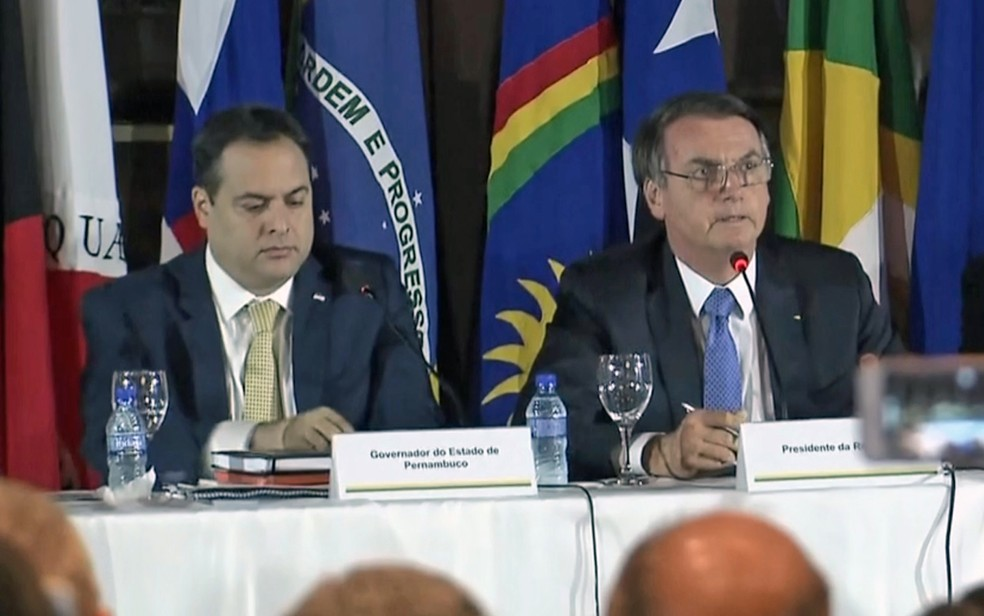 Paulo Câmara (PSB) e Jair Bolsonaro (sem partido) antes da pandemia da Covid-19 — Foto: Reprodução/TV Globo