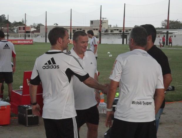 Em conversa com técnico do Ajax, Dorival promete CT melhor em 2014