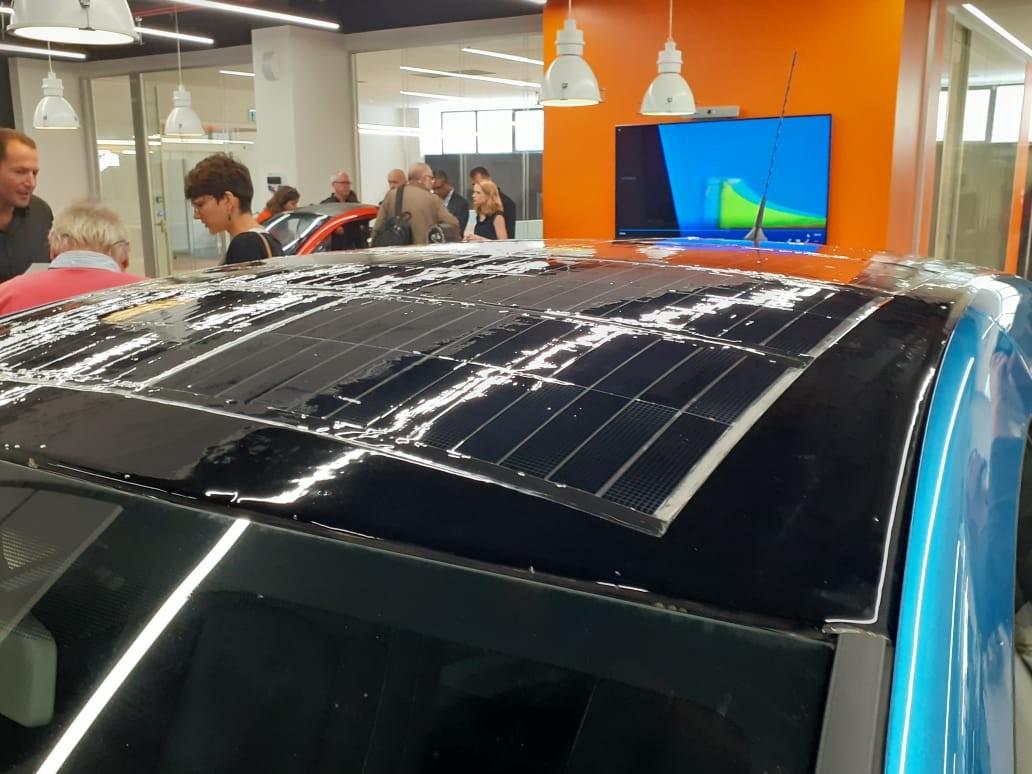 Renault Zoe com painéis solares da startup Apollo Power (Foto: Época Negócios)