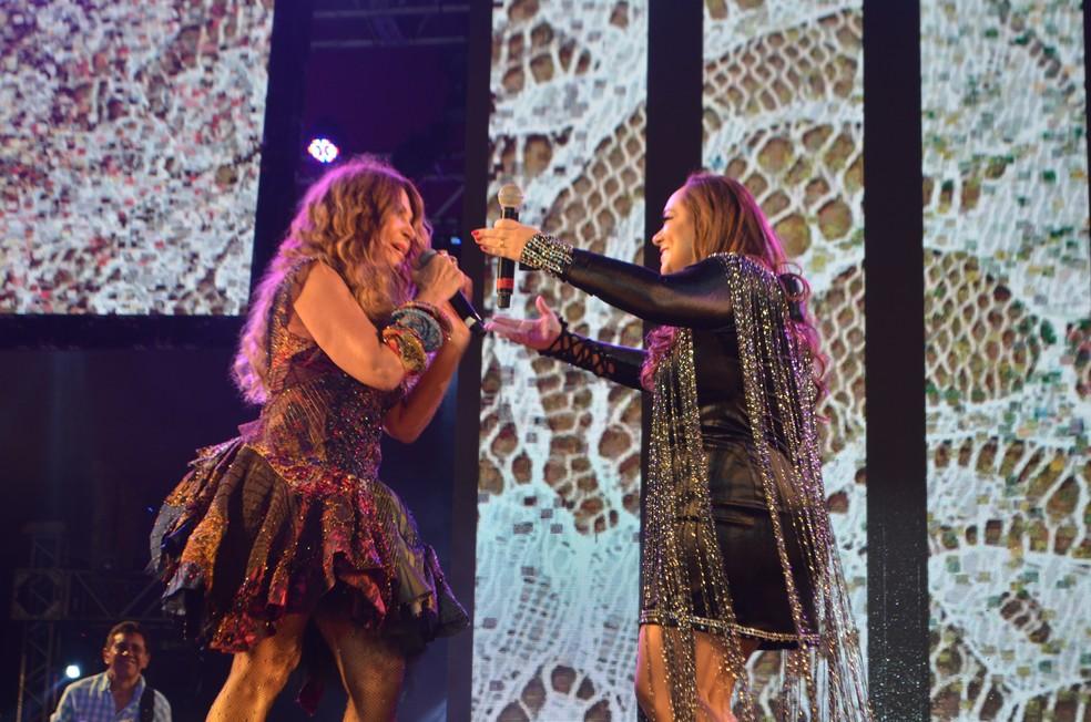 Liv Morais, filha de Dominguinhos, também participou do DVD de Elba Ramalho, em Campina Grande — Foto: Iara Alves/G1