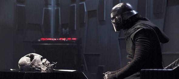 O ator Adam Driver no papel do vilão Kylo Ren em Star Wars: Episódio VII - O Despertar da Força (2015) (Foto: Reprodução)
