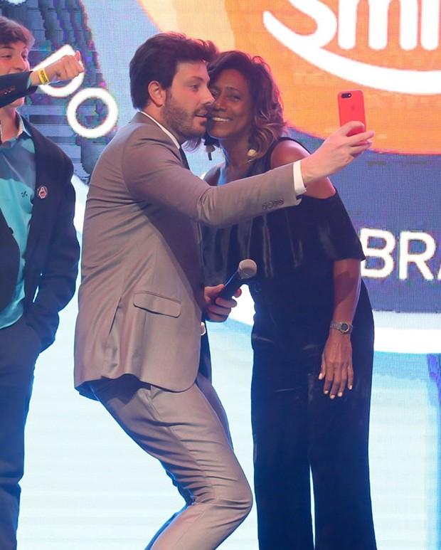 Danilo Gentili e Gloria Maria (Foto: Manuela Scarpa/Brazil News)