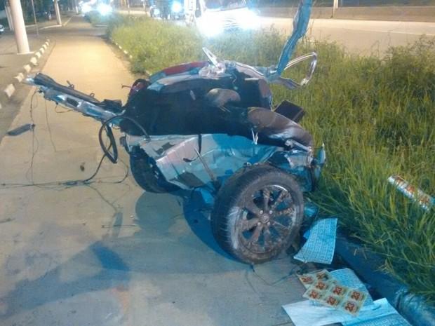 Parte traseira do veículo ficou totalmente destruída (Foto: Reprodução/Facebook Samu Litoral)
